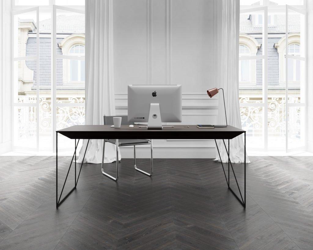 biurko z orzecha amerykańskiego