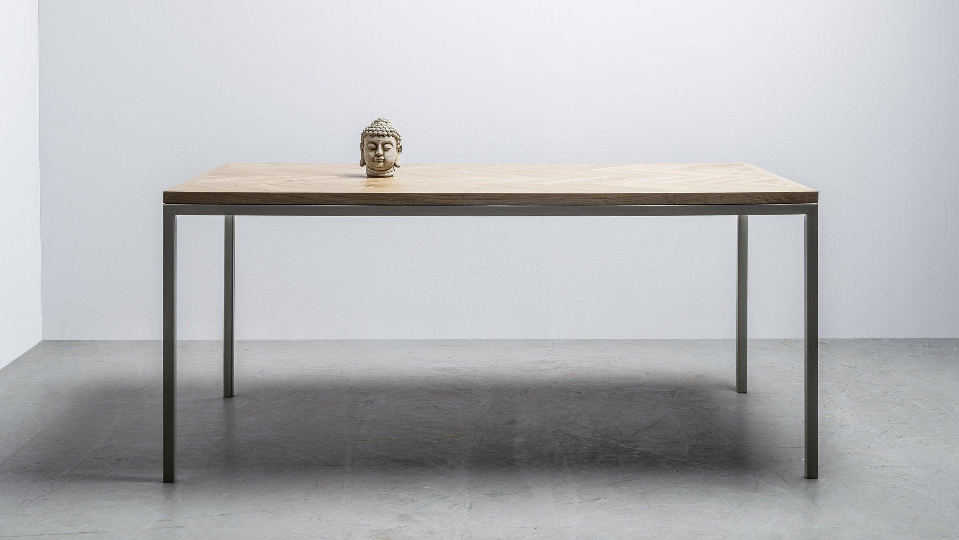 Elegancki stół do jadalni z drewna dębowego od Hoom