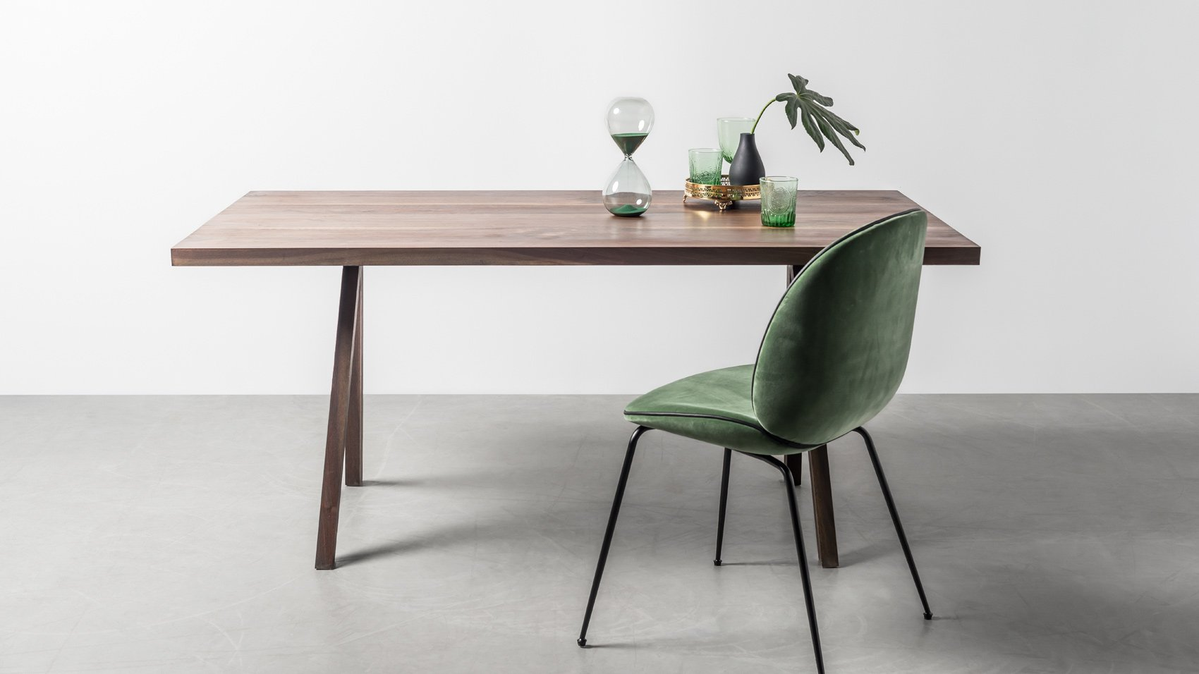 Oryginalny, elegancki stół z orzecha na zamówienie - Stół Victoria od Hoom