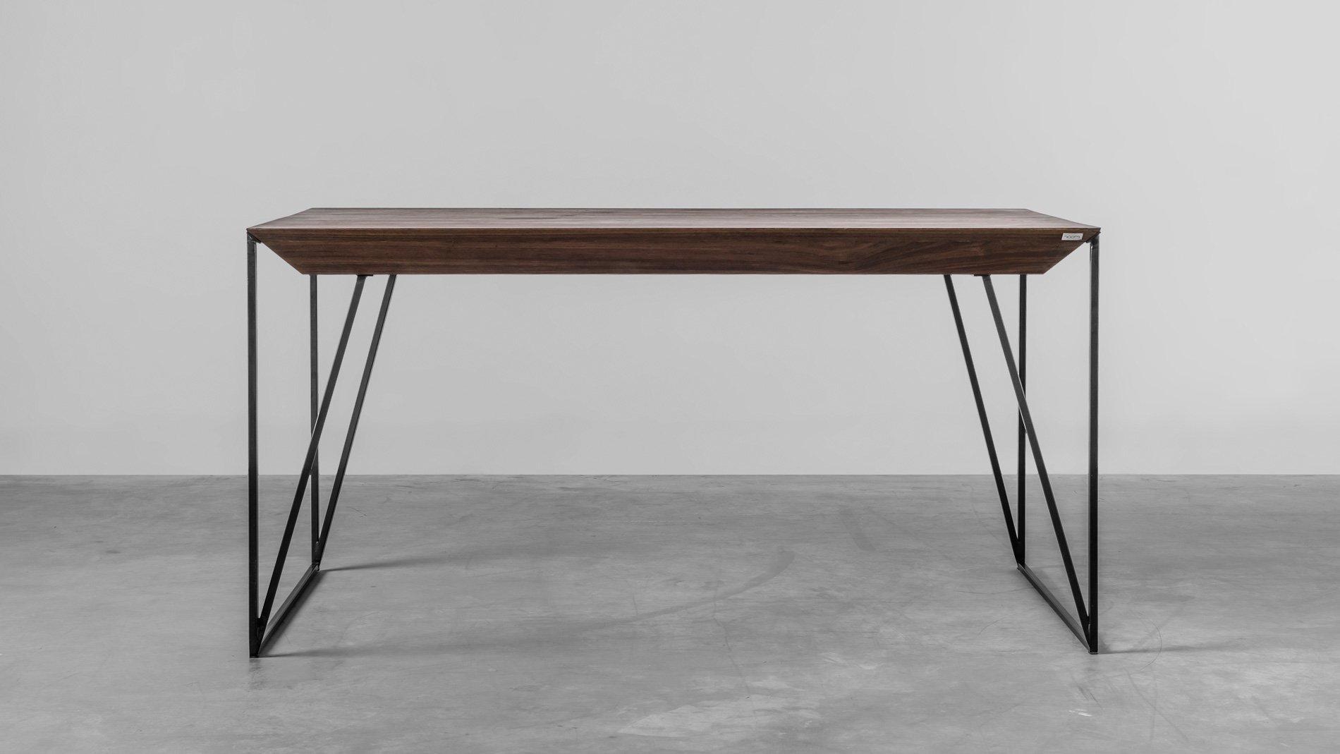 Nowoczesny, designerski stół z orzecha od Hoom