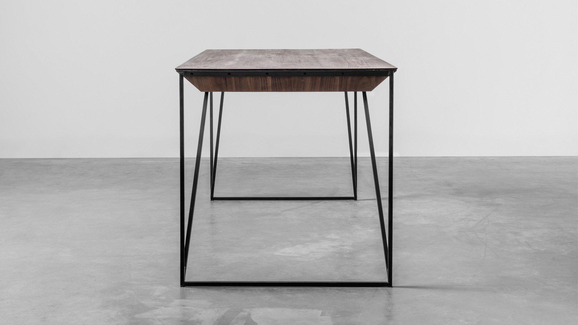 Designerski stół z orzecha amerykańskiego. Stół Francis od Hoom
