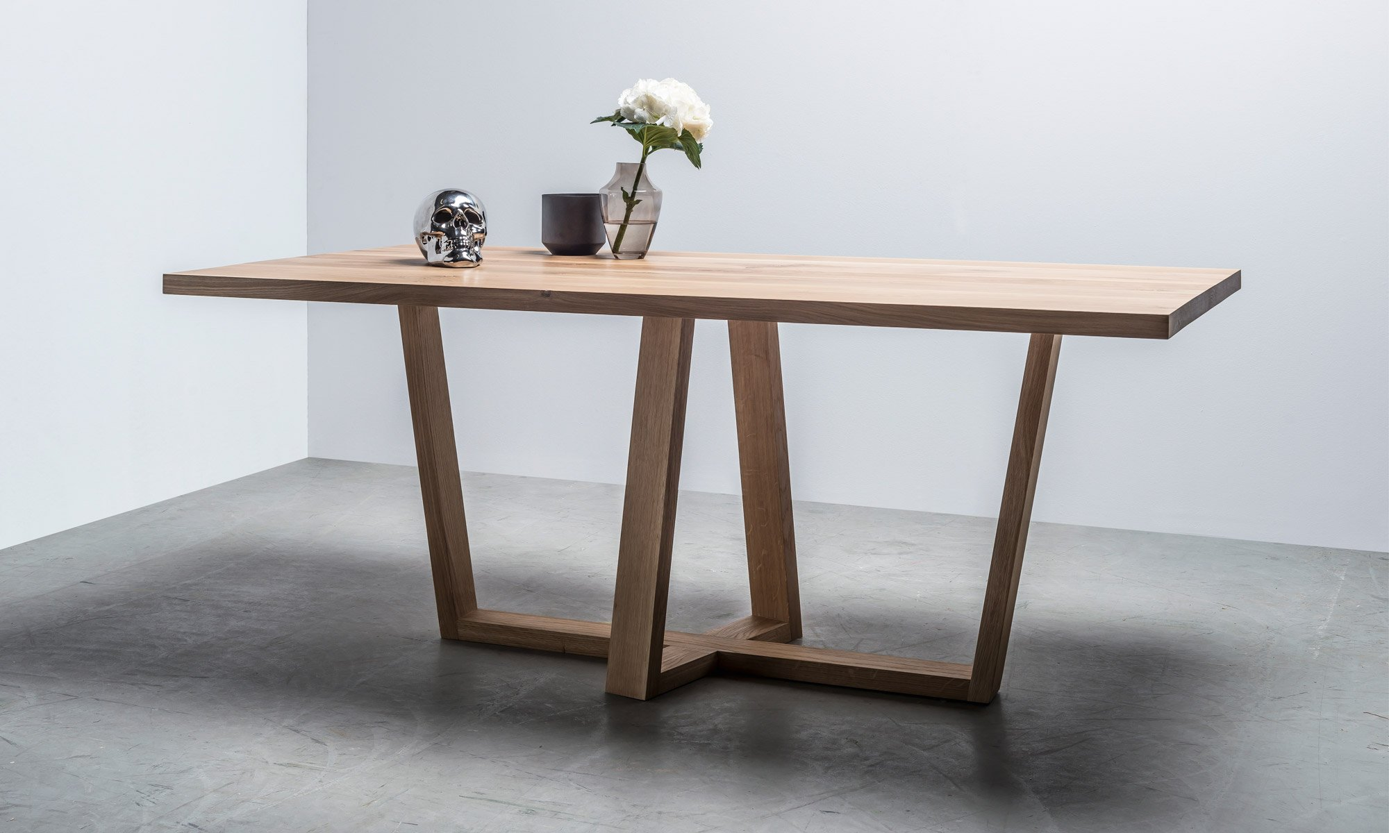Dębowy skandynawski stół do jadalni od Hoom