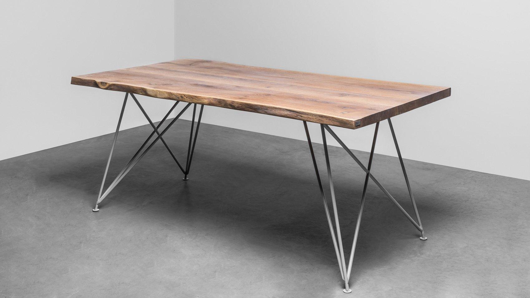 Nowoczesny, Elegancki stół do jadalni z naturalnymi krawędziami. Stół Claire od Hoom