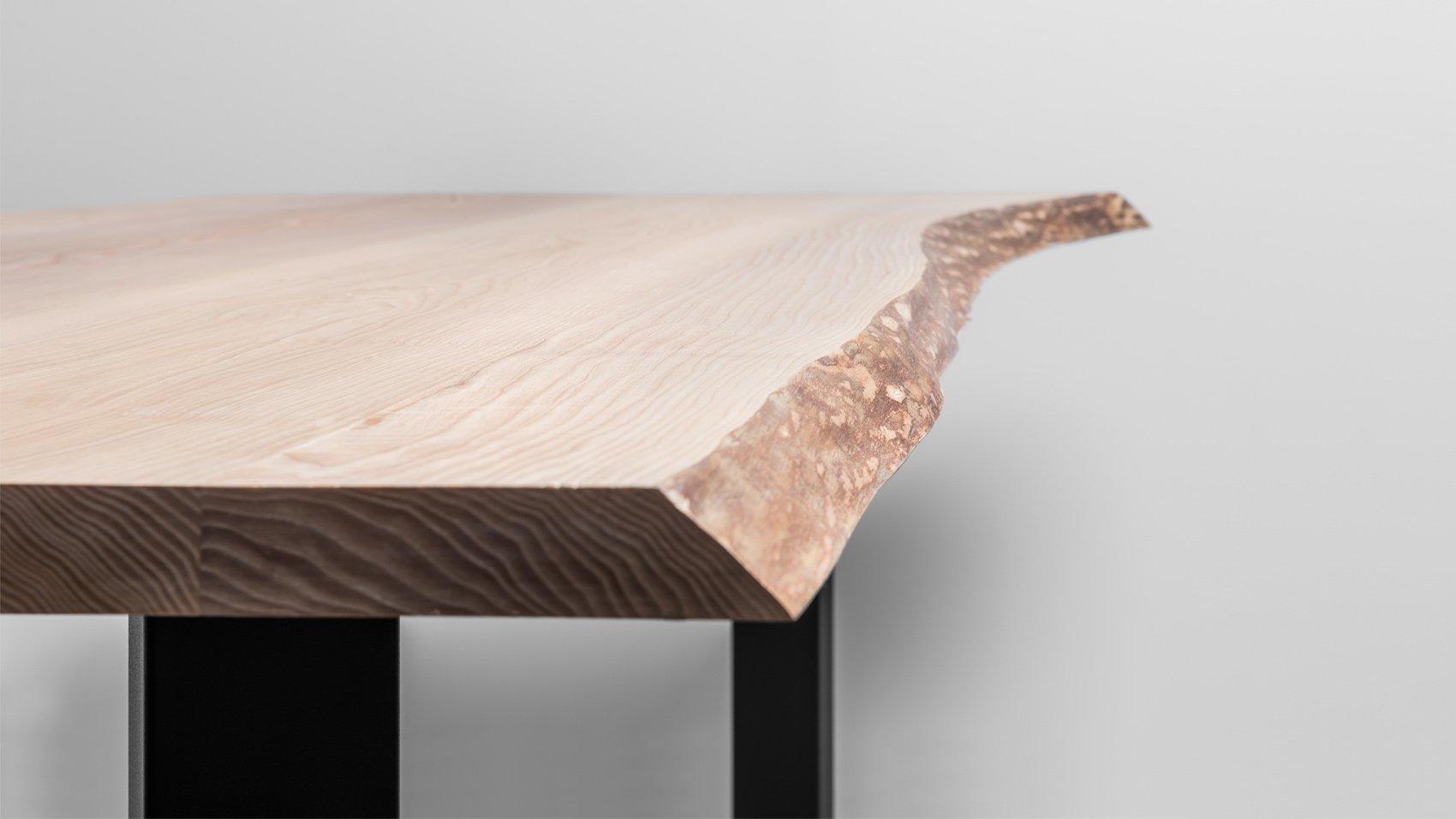 Stół z naturalnymi krawędziami offlisem z litego drewna - stół King od Hoom