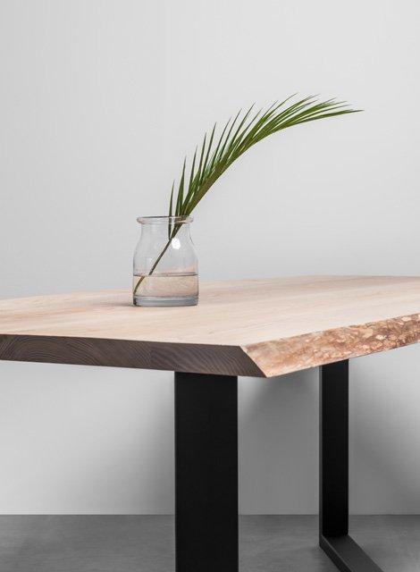Stół w stylu industrialnym z oflisem z drewna jesionowego - Stół King od Hoom