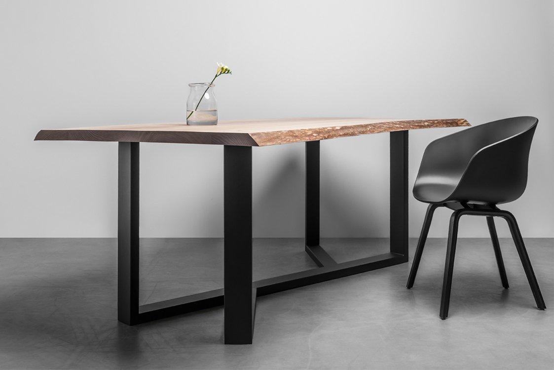 Stół w stylu industrialnym z naturalnymi krawędziami - Stół King od Hoom