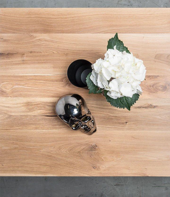 Stół w stylu loftowym z drewna dębowego na stalowej podstawie od Hoom