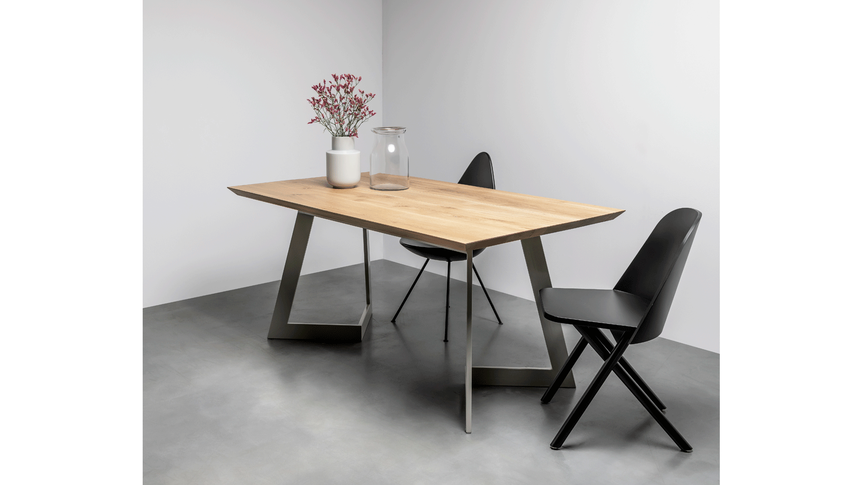 Contemporary dining table made of solid wood from hoom
