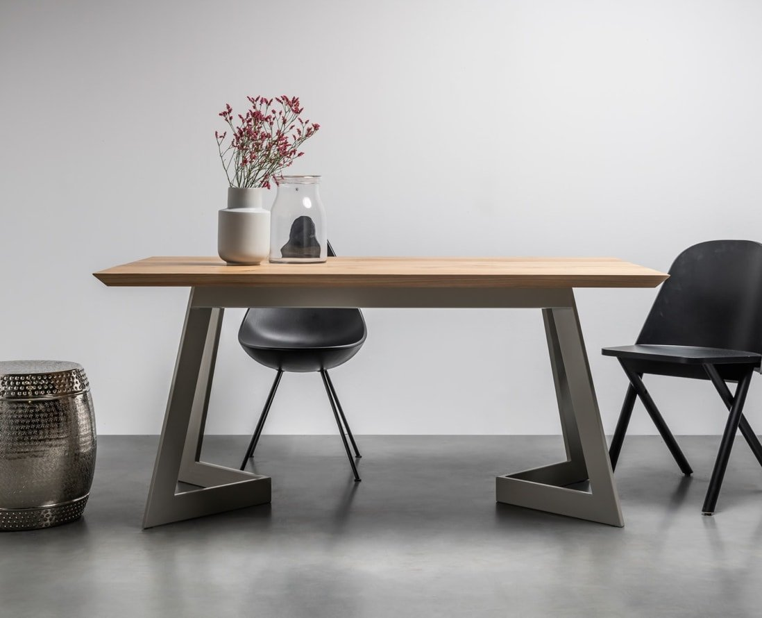 Original, modern oak table from the Polish brand Hoom - Antonio Table