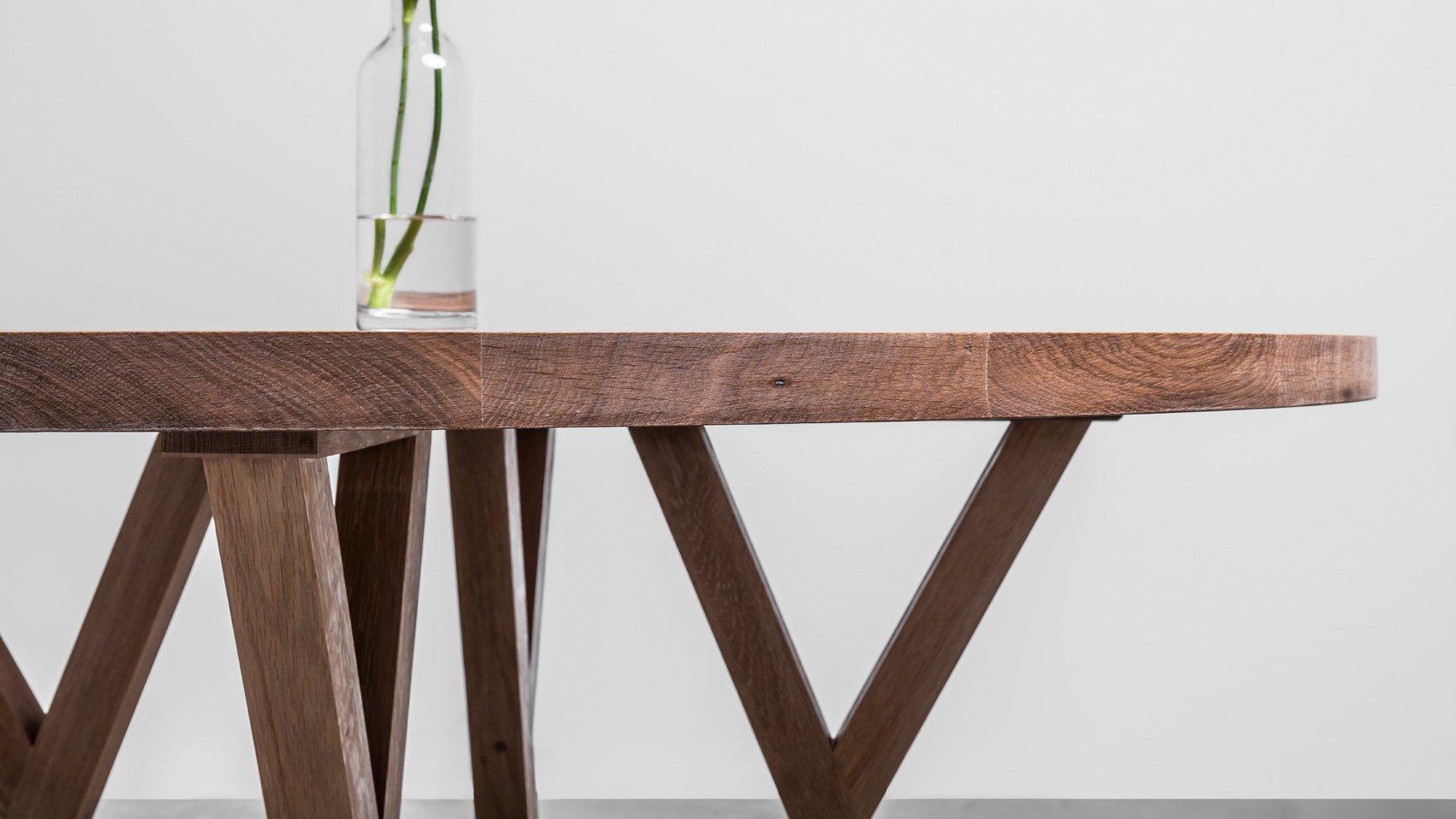 Okrągły stół z drewna dębowego do jadalni. Stół Gloria od Hoom