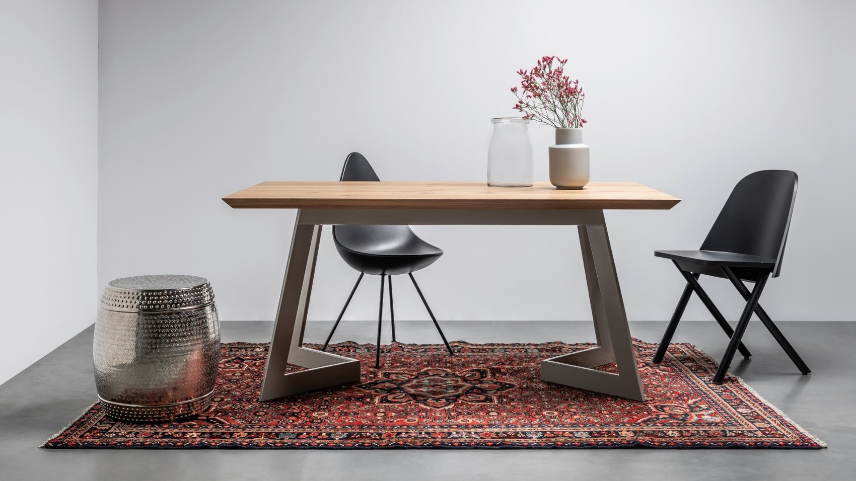 Contemporary dining table from hoom