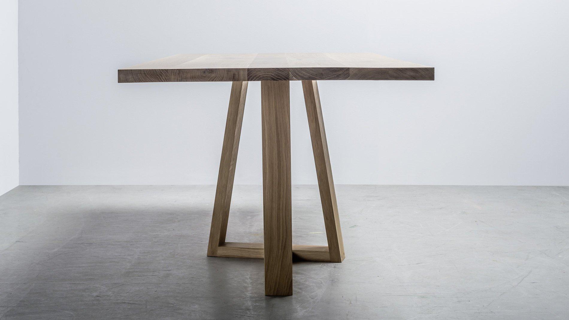 Skandynawski stół do jadalni wykonany z drewna dębowego. Stół Diamond od Hoom