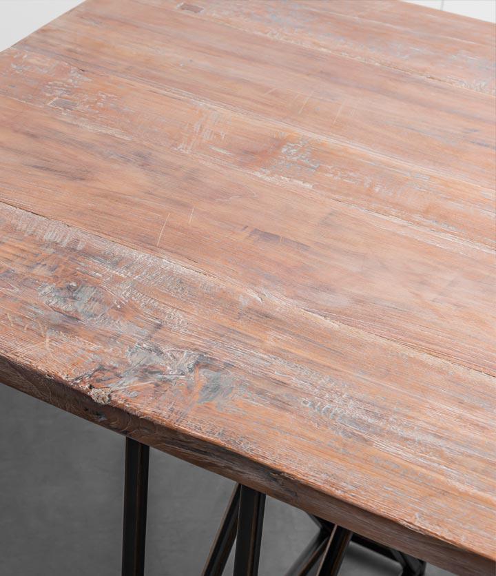 Industrialny stół z drewna tekowego na stalowej podstawie od Hoom