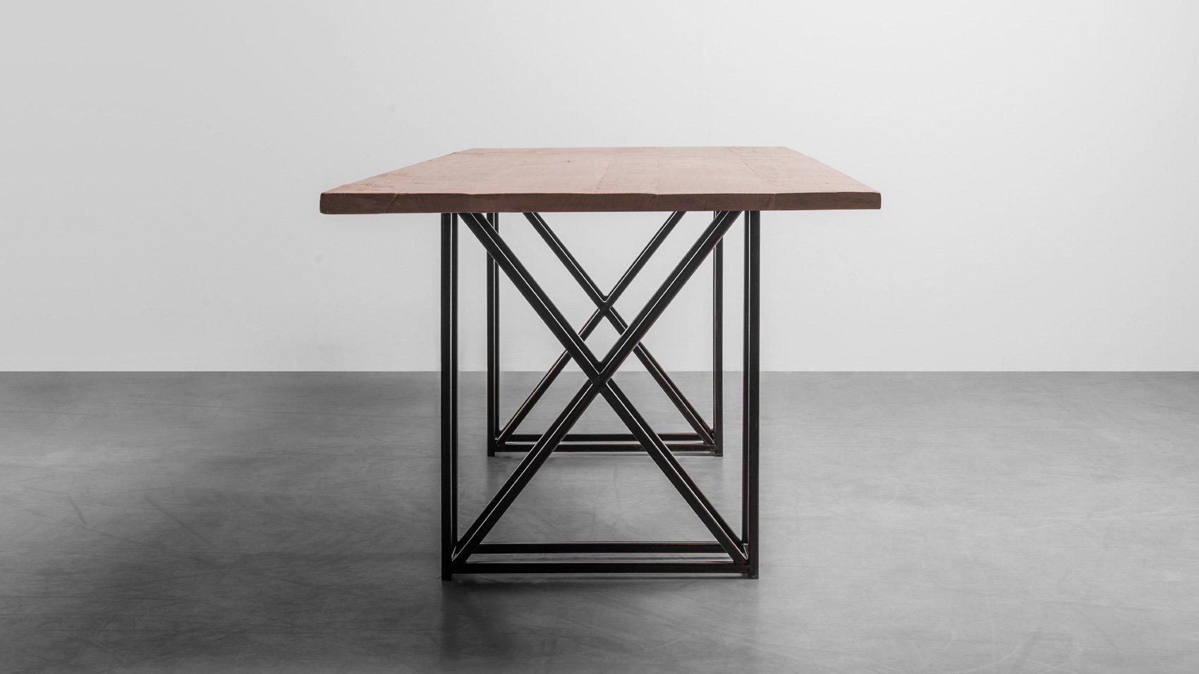 Stół w stylu industrialnym do salonu z litego drewna dębowego