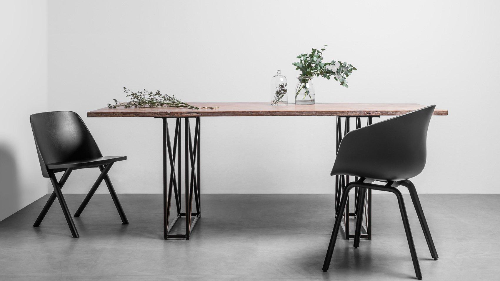 Stół-w-stylu-industrialnym-do-salonu—Stół-Industrial-od-Hoom