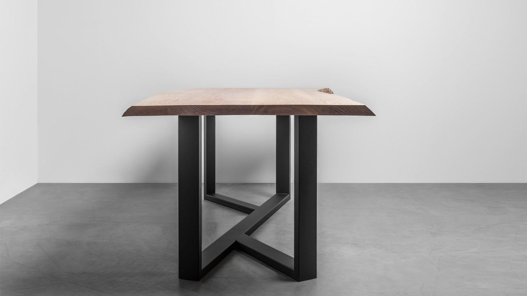 Industrialny stół z litego drewna z naturalnymi krawędziami - na zamówienie - stół King od Hoom