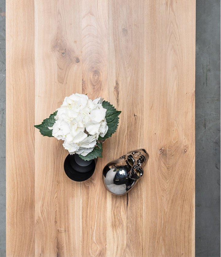Stół-w-stylu-skandynawski-z-drewna-dębowego-od-Hoom
