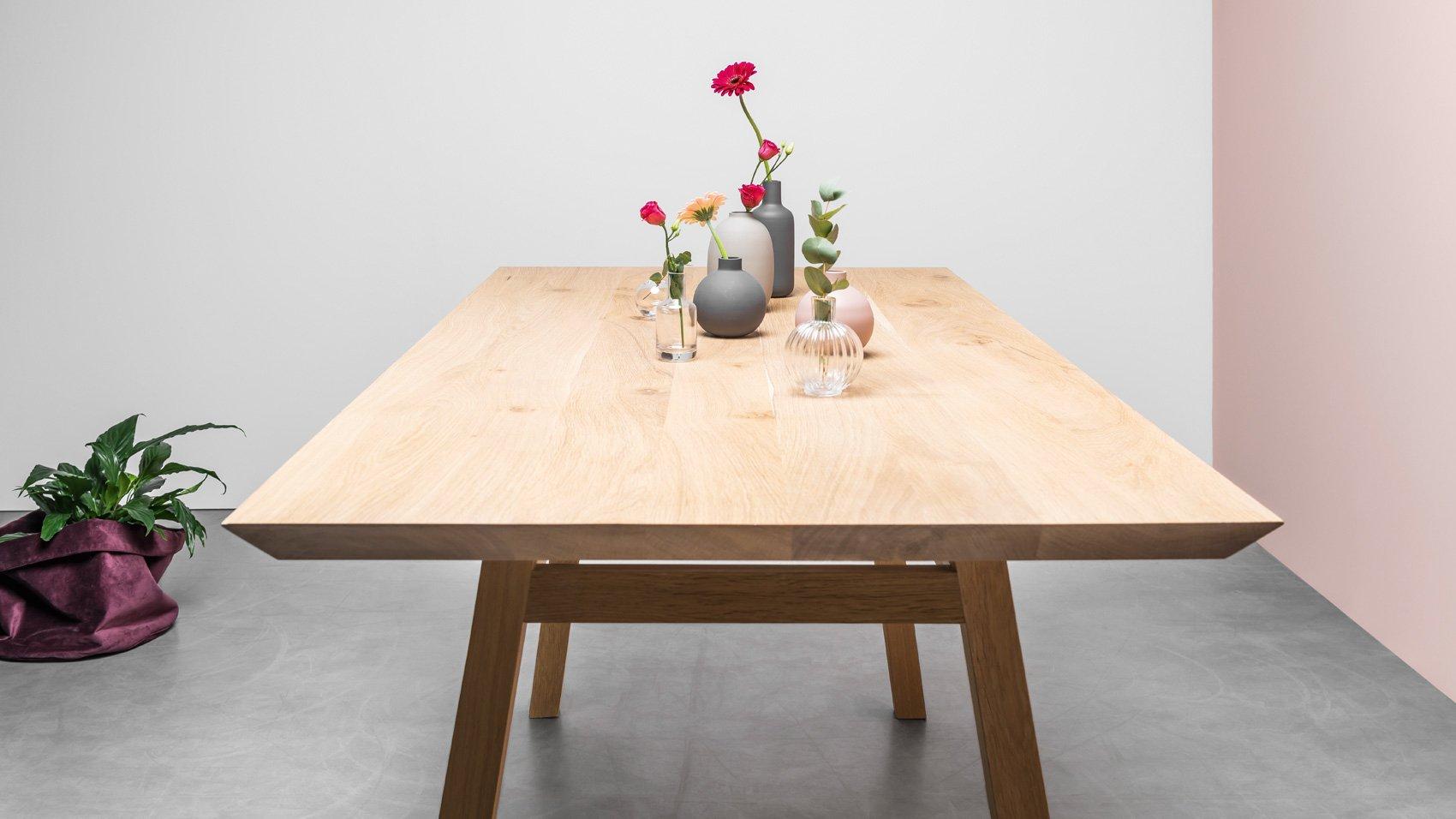 Cały z drewna Stół w stylu skandynawskim do jadalni wykonany z litego drewna dębowego na zamówienie - Stół George od Hoom