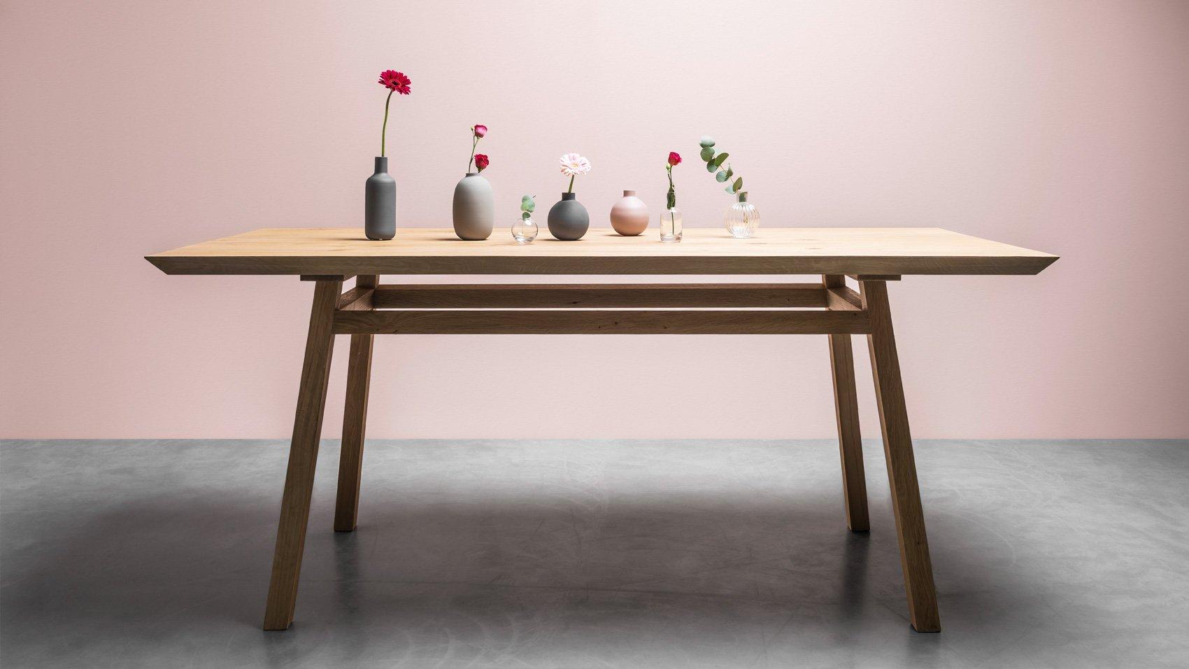 Stół w stylu skandynawskim do jadalni wykonany z litego drewna dębowego na zamówienie - Stół George od Hoom