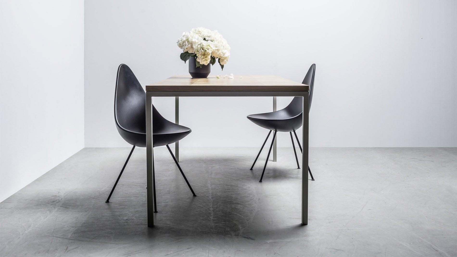 Dębowy nowoczesny stół z blatem w jodełkę - stół charlotte od Hoom