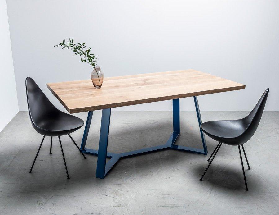 Stół lofotowy wykonany w całości z litego drewna dębowego - stół Y od Hoom