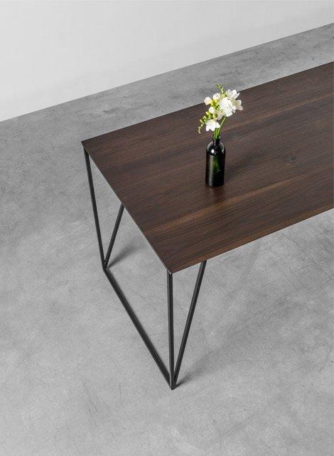 Designerski stół z orzecha amerykańskiego do jadalni - Stół Francis od Hoom