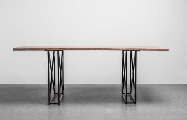 Stół industrialny do jadalni wykonany z niezwykle odpornego drewna teakowego - Stół Industrial od Hoom