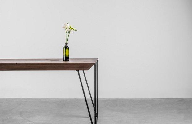 Designerski stół Francis wykonany z orzecha amerykańskiego - Stół Francis od Hoom