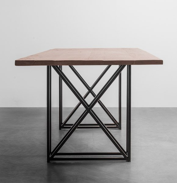 Stół industrialny do jadalni wykonany z drewna teakowego - Stół Industrial od Hoom