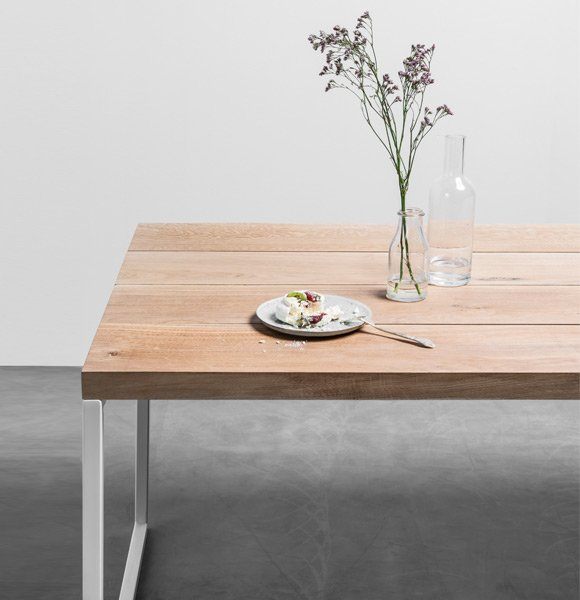 Minimalistyczny dębowy stół do jadalni z czterech osobnych desek - Stół Helen od hoom