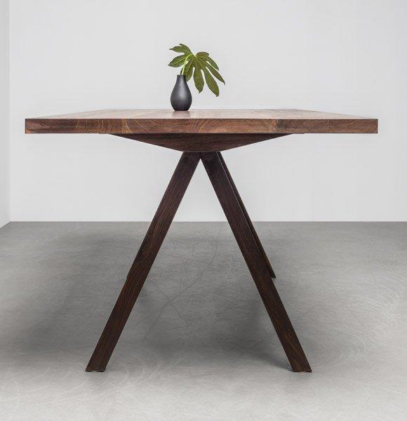 Elegancki, designerski stół z orzecha amerykańskiego od polskiej marki Hoom - Stół Victoria