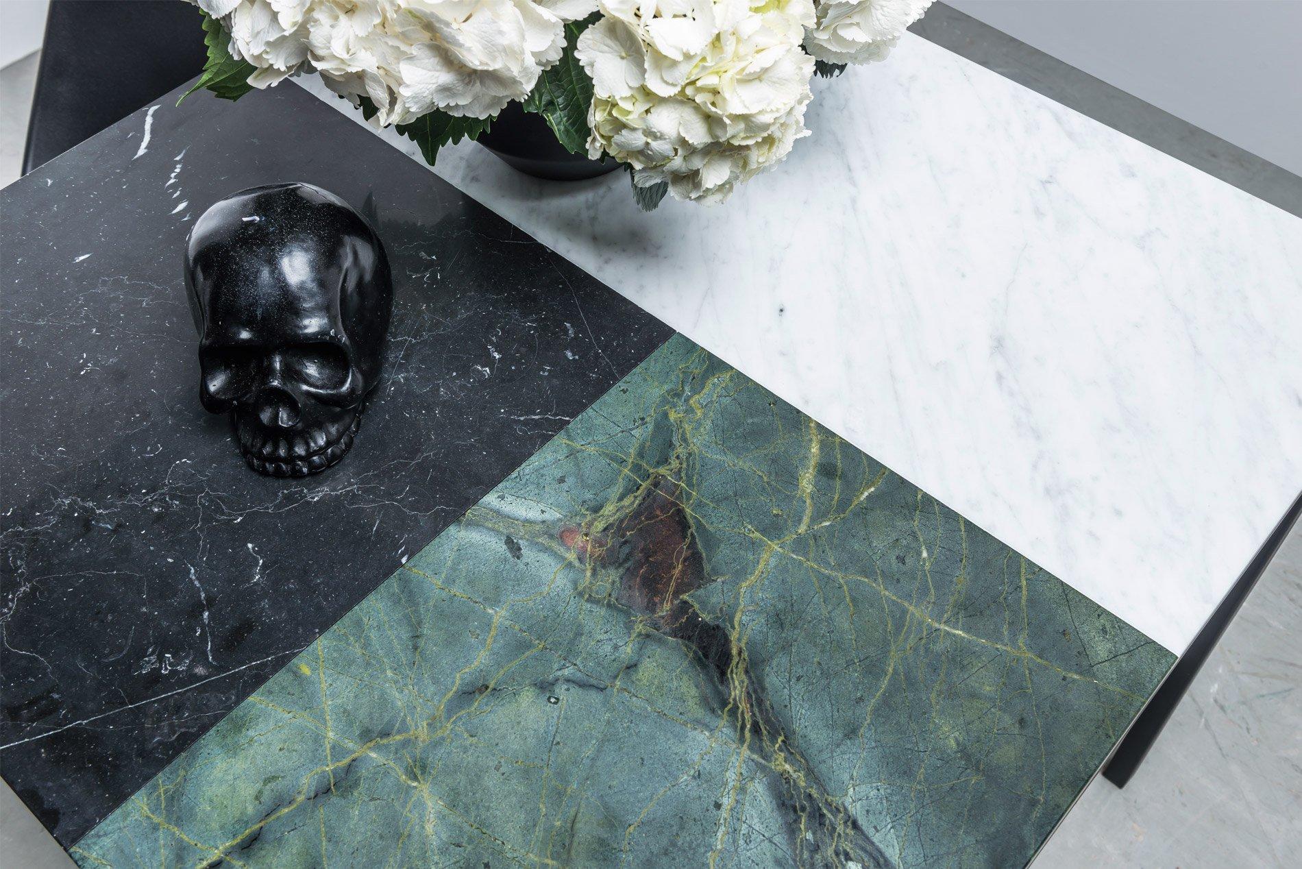 Nowoczesny kwadratowy stół z marmuru - Stół Margaret od Hoom