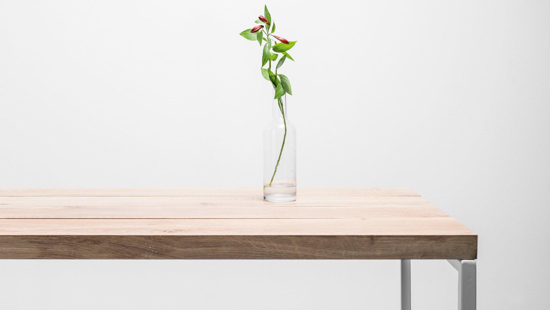 Minimalistyczny stół do jadalni. Stół Helen od Hoom