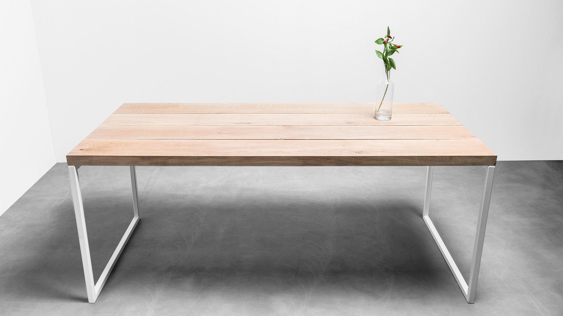 Minimalistyczny stół z osobnych desek. Stół Helen od Hoom