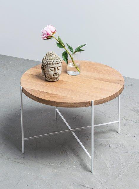 Okragly-stolik-kawowy-z-drewna-od-Hoom