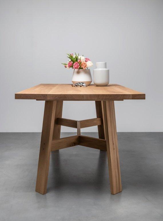 Dębowy stół do kuchni w stylu skandynawskim od Hoom