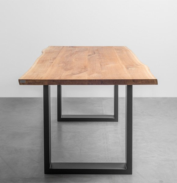 Dębowy stół do jadalni z naturalnymi krawędziami - Stół Pablo od Hoom