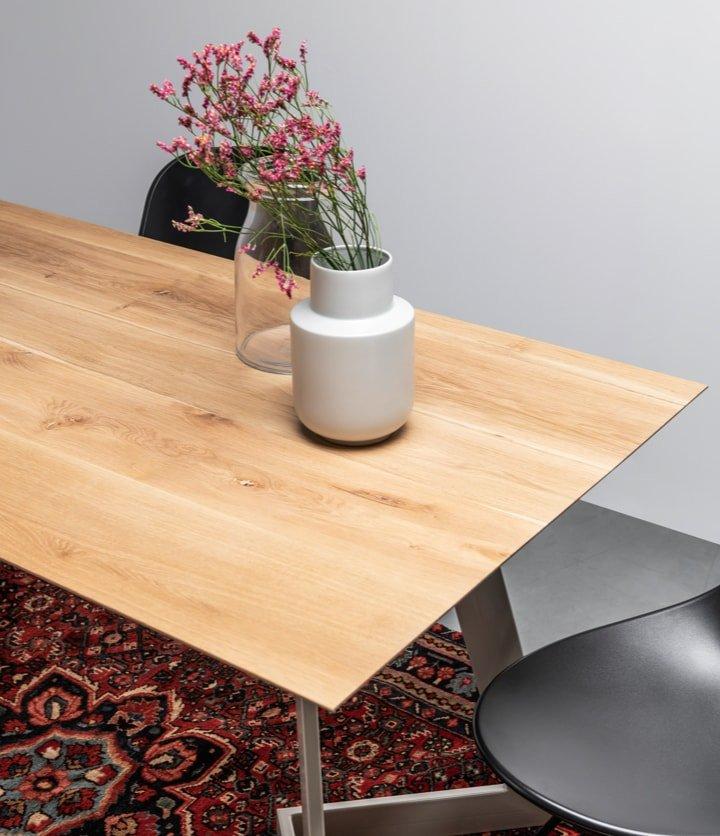 Oryginalny, nowoczesny dębowy stół od polskiej marki Hoom na stalowej podstawie - Stół Antonio