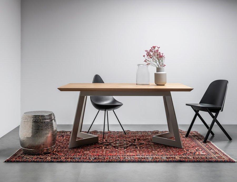 Nowoczesny stol z litego drewna debowego. Stol Antonio od Hoom