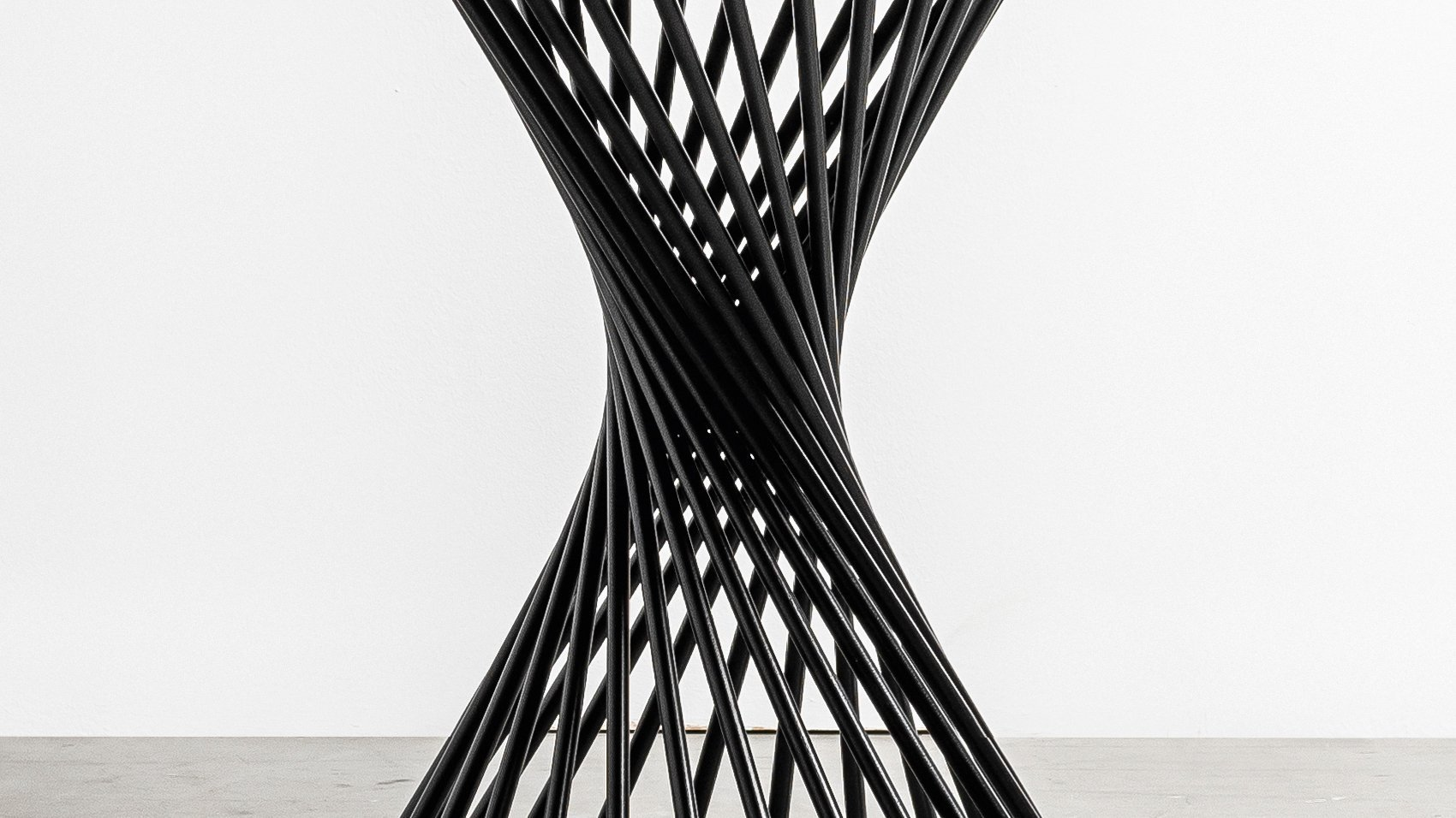 Spiralna podstawa stolu Oliver od Hoom