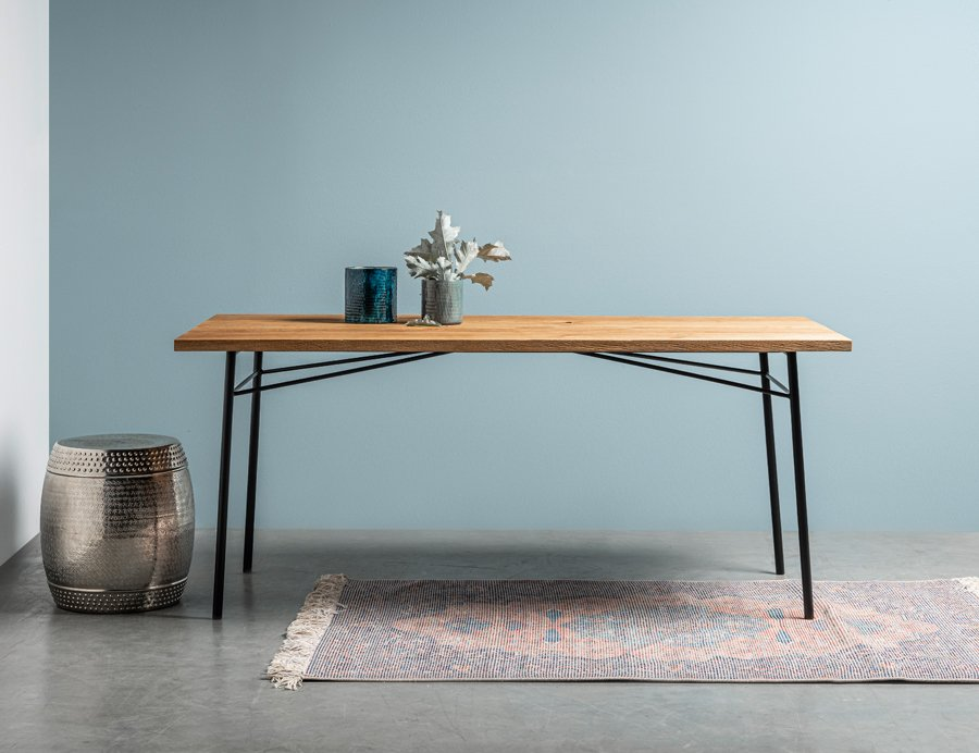 Stół Martin od Hoom - stół z dębowym postarzanym blatem
