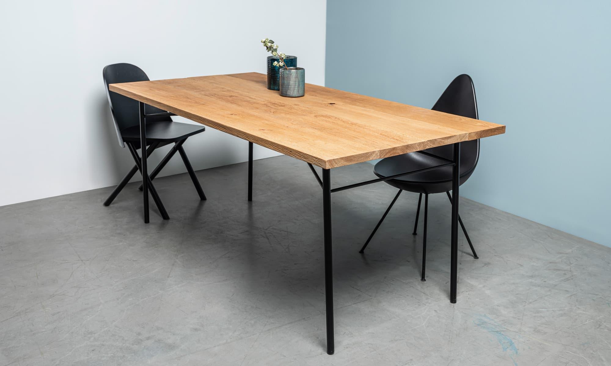 stół Martin od Hoom z dębu