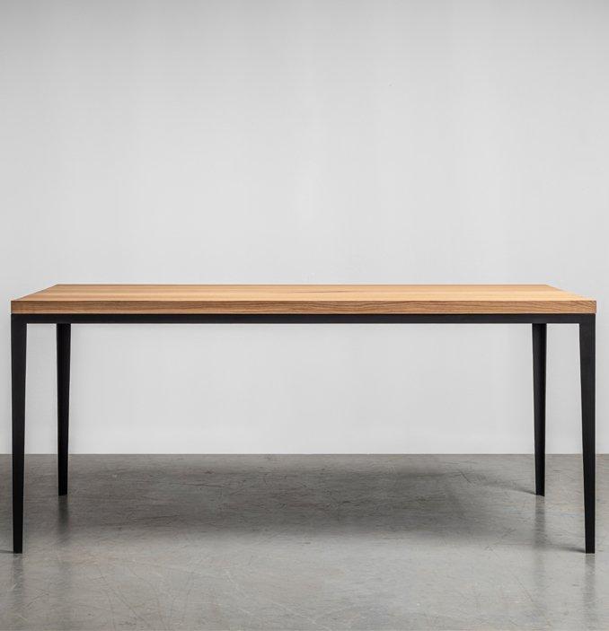 Minimalistyczny stol z litego drewna-5