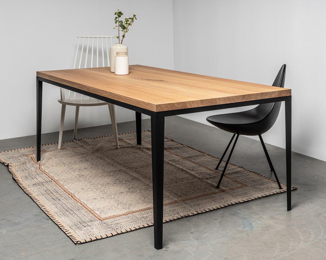 minimalistyczny stol z litego drewna od hoom -4