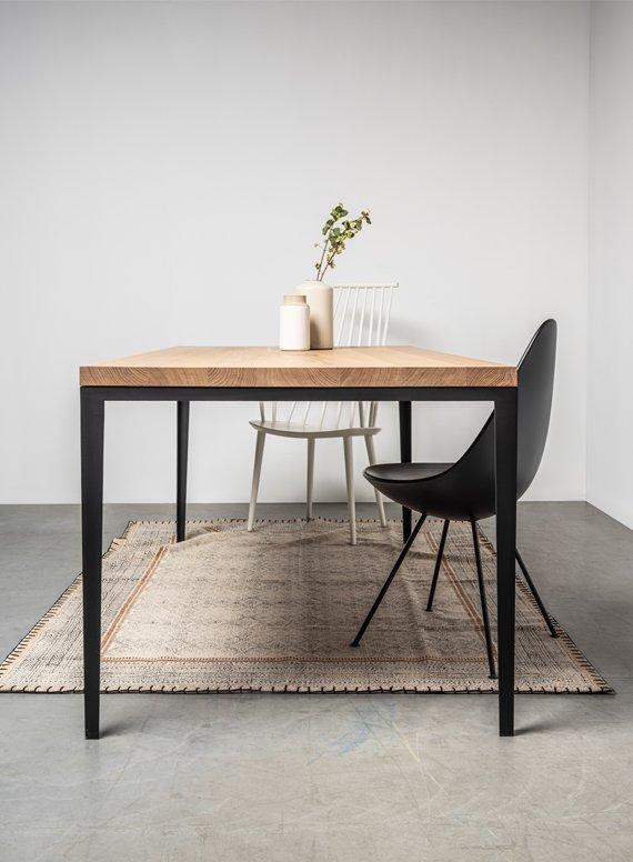 stol alex od hoom z litego drewna debowego