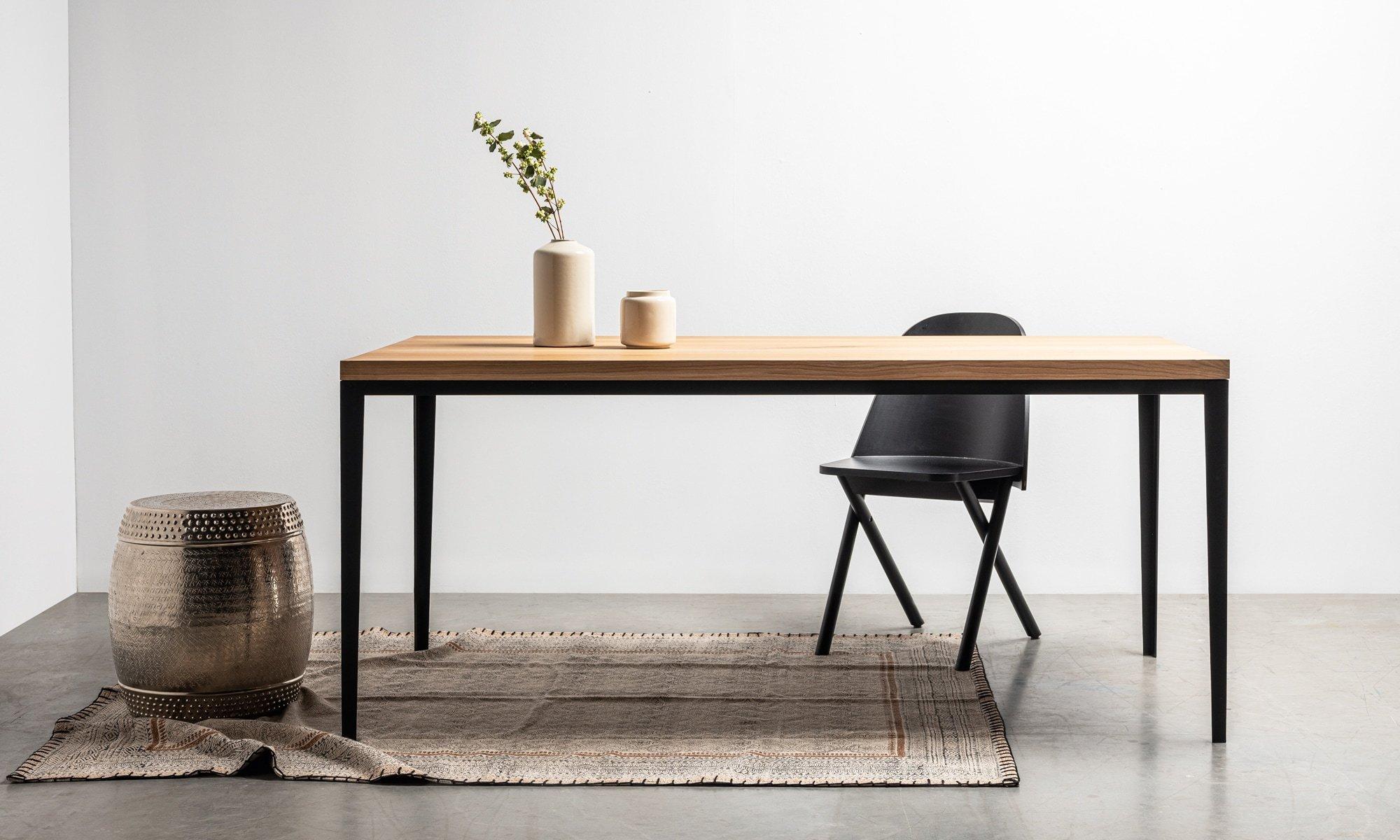 stol alex od hoom z litego drewna